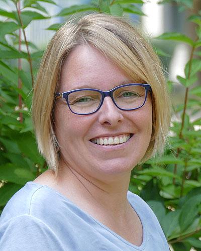 Karin Beinroth, Buchhaltung